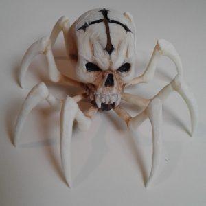 scultura in ceramica teschio ragno