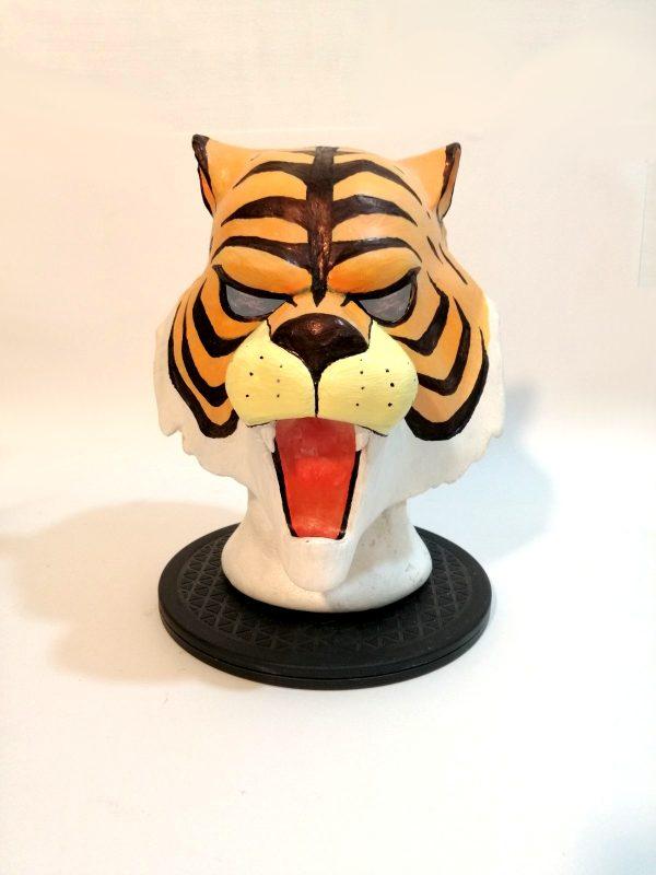 Uomo tigre maschera in...
